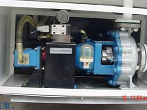 The vacuum pump suction the air from the sewage tank to produce negative pressure on it so as to achieve the effect of vacuum suction